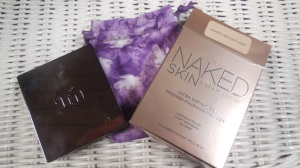 Urban Decay Finishing Powder in Medium Light